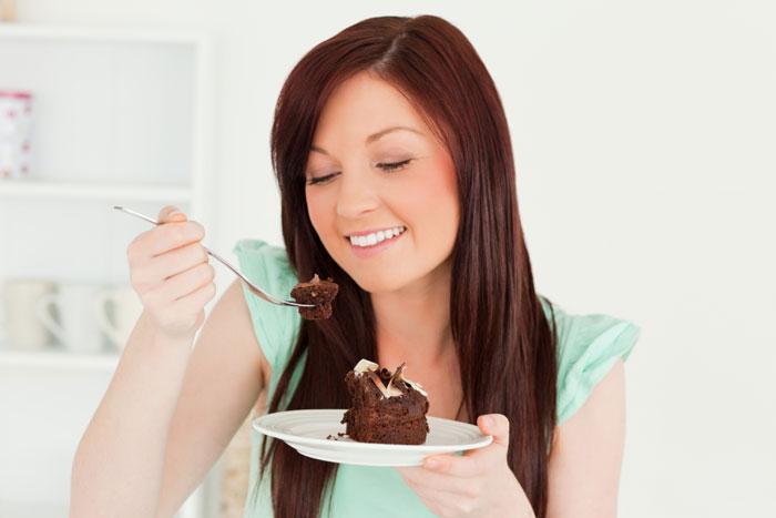Почему беременные едят много сладкого